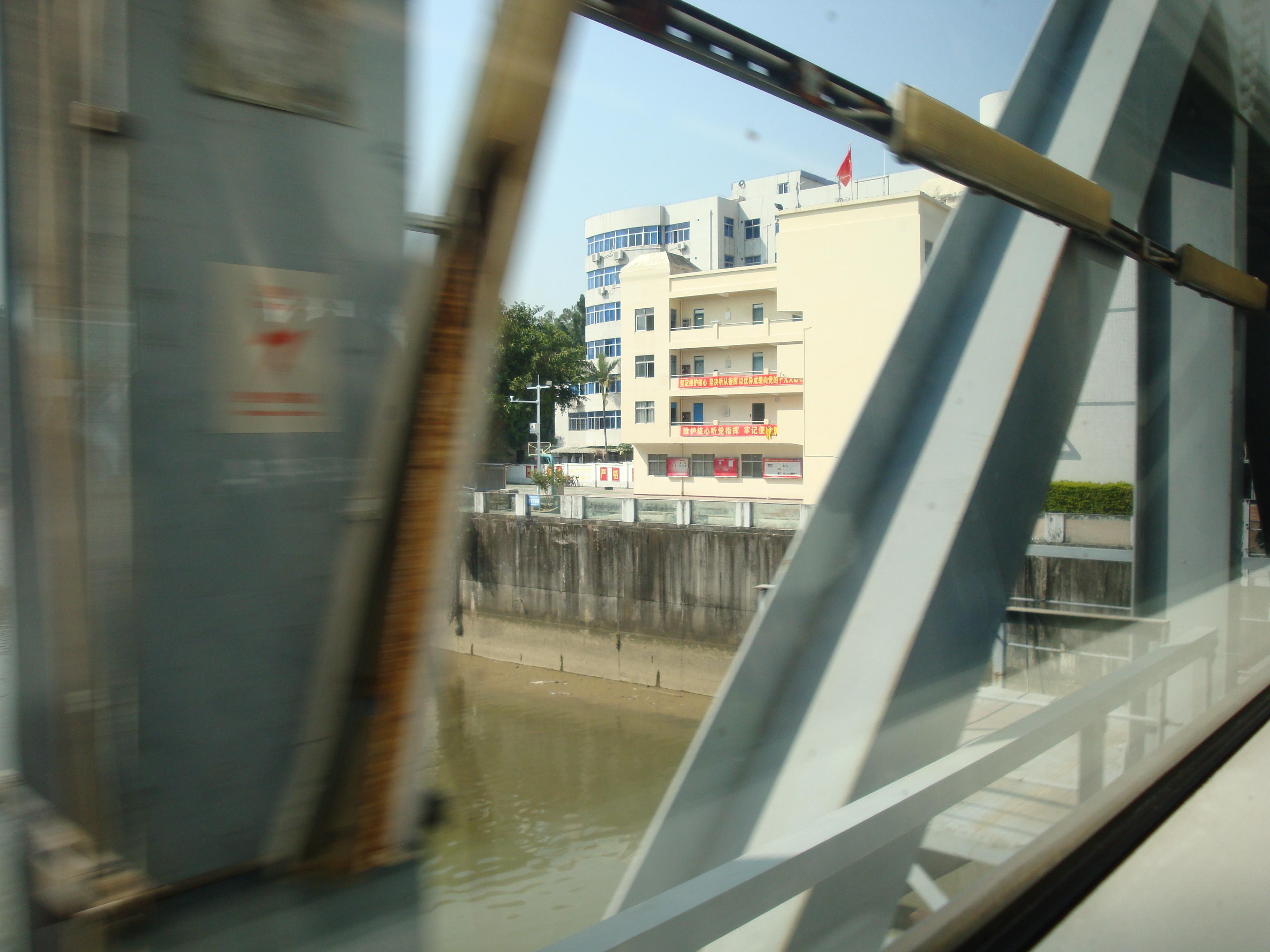 SZ Lo Wu border river
