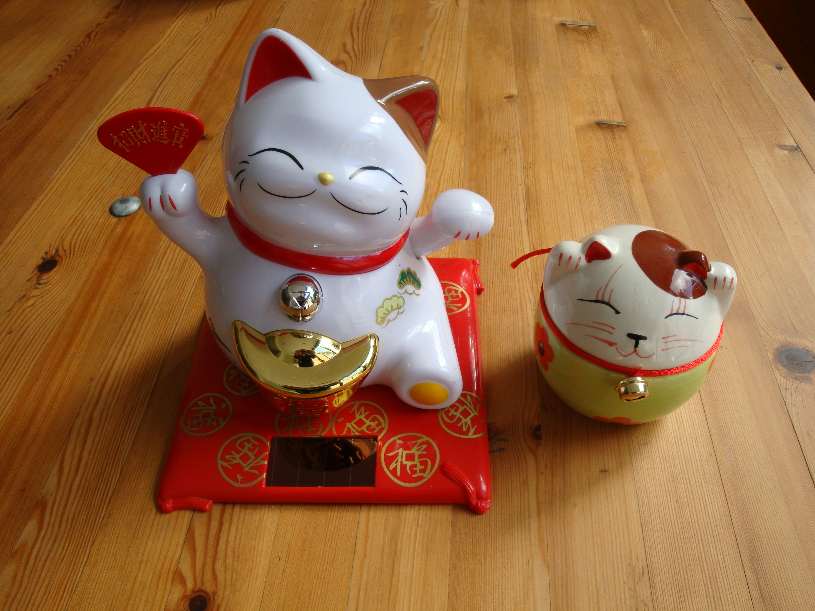 lucky cats in